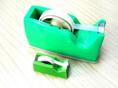テープディスペンサーと紙工作のテープディスペンサー